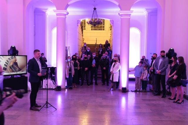 Noc Muzeów w Sosnowcu. W Pałacu Schoena zaprezentowano wystawę Światłoczułość. Zobacz kolejne zdjęcia. Przesuń zdjęcia w prawo - wciśnij strzałkę lub przycisk NASTĘPNE