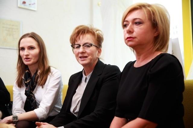 Organizatorkami pokazu mody ślubnej, z którego dochód przekazany będzie dzieciom z fundacji Pomóż Im, są: (od lewej) Dominika i Helena Czarneckie oraz Elżbieta Wierzbicka