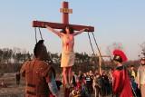 Wielki Piątek w Grudziądzu. Widowiskowe Misterium Męki Pańskiej organizowała parafia w Tarpnie  [zobacz zdjęcia]