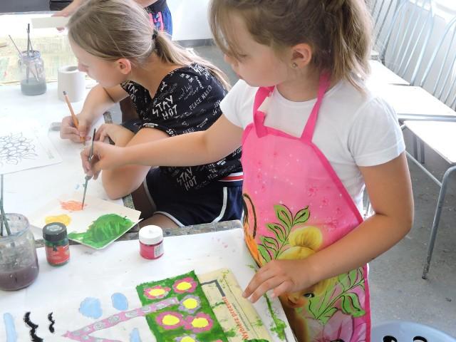 Galeria Ostrołęka. Trwają wakacyjne warsztaty plastyczne dla dzieci. Są jeszcze wolne miejsca