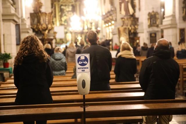 Za 1,5 tygodnia Święta Wielkanocne. Minister i biskupi apelują o stosowanie się do zasad wprowadzonych w kościołach