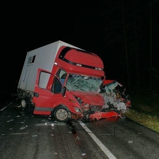 """Dwie osoby nie zyją po niedzielnym wypadku w Olszance na krajowej """"ósemce"""""""