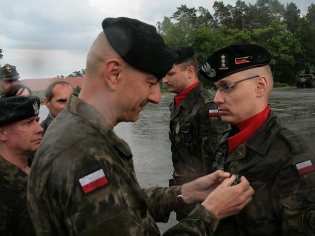 Dowódca międzyrzeckiej brygady gen. bryg. Rajmund T. Andrzejczak wręczył weteranom misji Gwiazdy Afganistanu oraz wyróżnił najlepszych żołnierzy tego pododdziału.