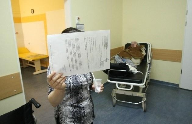 71-letnia pacjentka dopiero wieczorem została przyjęta na oddział i nakarmiona serkiem homogenizowanym.
