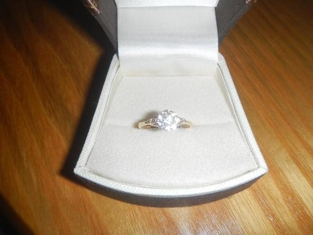 Błagam kup go - tak Dyniak102 zachęca, by kupić pierścionek