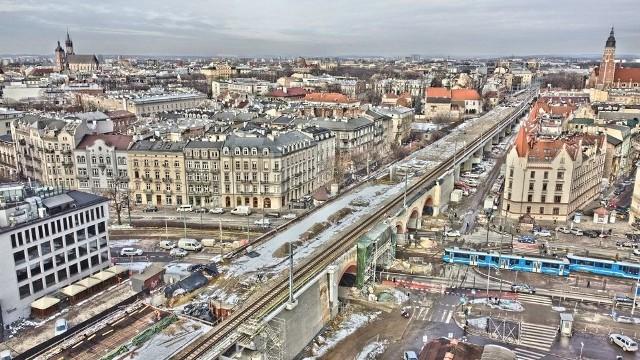 W centrum Krakowa powstają estakady kolejowe dla szybkiej kolei aglomeracyjnej.
