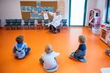 Koronawirus w przedszkolu w Mikołowie. Rodzice nie chcą poddać dzieci badaniom, bo jadą na urlop