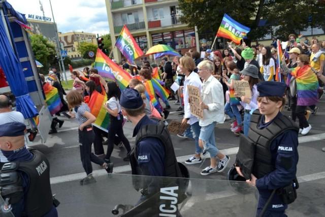 To wydarzenie na zawsze zapisało się już w historii Piły. W sobotę, 28 sierpnia, pierwszy raz przez miasto przeszedł Marsz Równości.