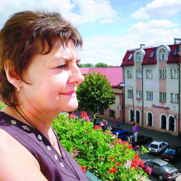 - Piękne kamienice, kryte ceramiczną dachówką na terenie po koszarach? To mi się podoba - mówi Irena Gołdowska, patrząc w kierunku przyszłego Rynku Nowego Miasta.