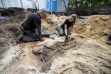 Szczątki kolejnych dwóch osób odkryto na terenie dawnego więzienia NKWD i UB przy Namysłowskiej w Warszawie