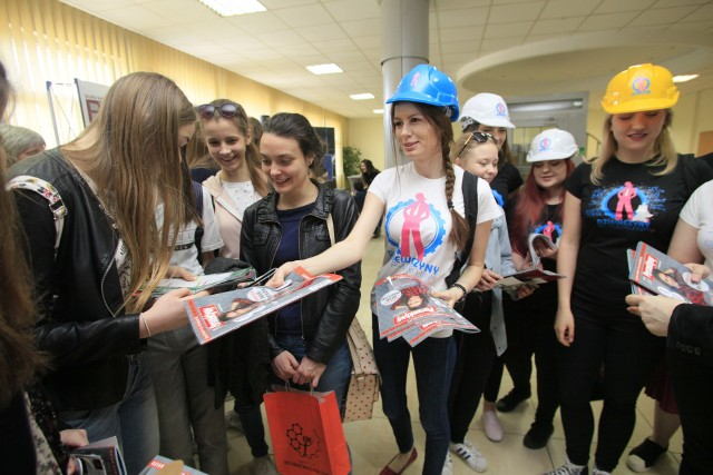Akcja odbyła się w czwartek (19 kwietnia) na Politechnice Łódzkiej. Jej obecne studentki namawiały do zdobywania wiedzy na PŁ uczennice liceów i techników.