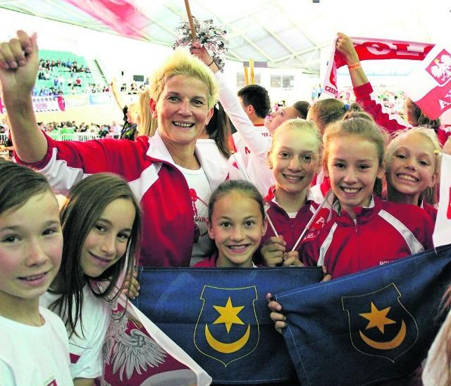 """Dziewczęta z formacji """"Blask"""" zostały wicemistrzyniami Europy. Na co dzień ćwiczą pod okiem Honoraty Włoch-Kowalczyk"""