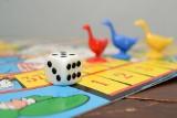 Ferie w domu. W co się bawić z dziećmi? Jak zorganizować dzieciom czas? Wspólne gry i zabawy