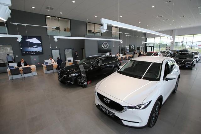 Saon lub jego uprawniony przedstawiciel będzie mógł zarejestrować wyłącznie samochód nowy, nabyty w tym konkretnym salonie.