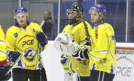 Alex Szczechura (od lewej), John Murray i Michael Cichy jeszcze niedawno bronili barw Orlika, teraz pomogli rozbić nasz zespół w sparingu