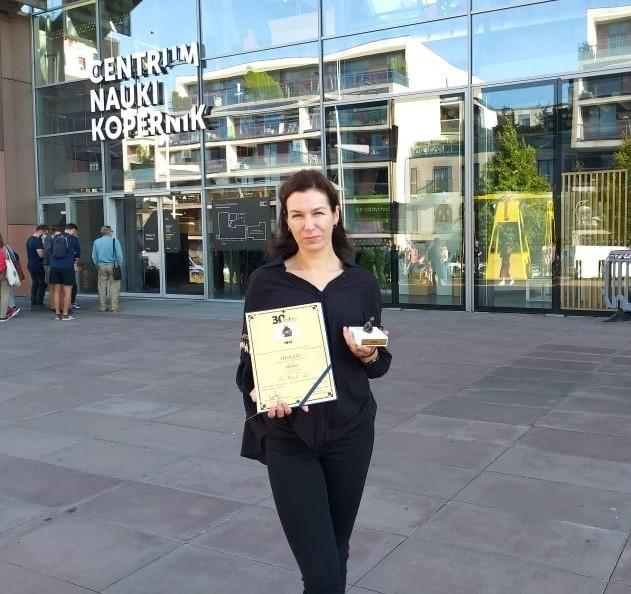 Ewa Wójcik - Lis, reporterka Radia Leliwa w Tarnobrzegu odebrała tytuł Idola 2021 w konkursie Fundacji Szansa dla Niewidomych.