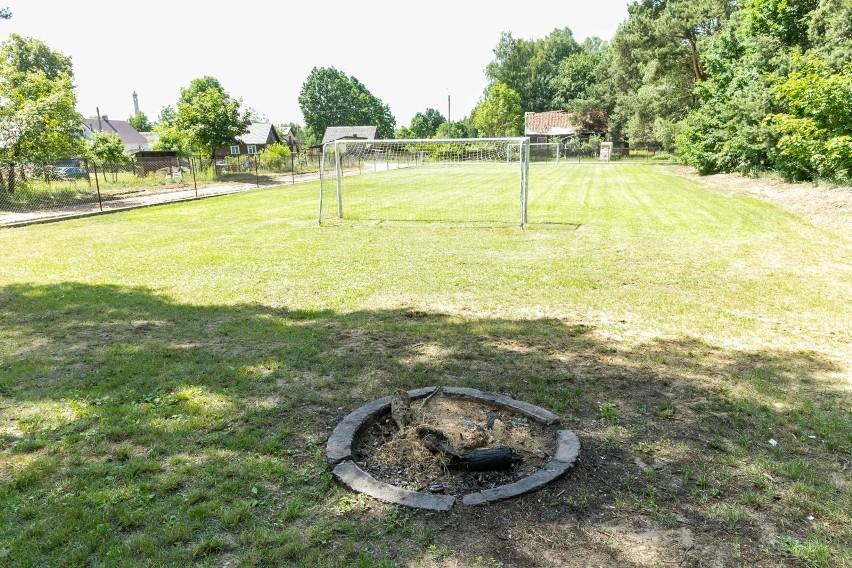 Wieś Ignatki. Skrzyknęli się i sami wyremontowali boisko. W sobotę odbędzie się otwarcie (zdjęcia)