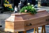 Las krzyży na opolskich cmentarzach. O połowę więcej pogrzebów niż wcześniej