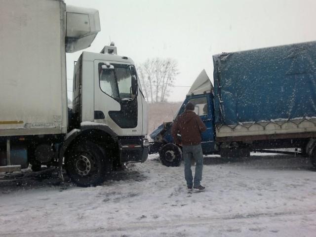 zderzyły się trzy auta, w tym ciężarowe
