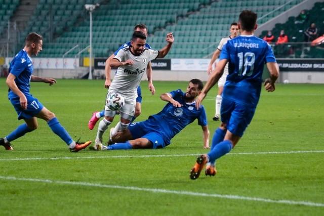 Legia Warszawa awansowała do czwartej rundy eliminacji Ligi Europy, w której zmierzy się z Qarabagiem Agdam. Nie ma wątpliwości, że mistrz Polski będzie musiał zagrać zdecydowanie lepiej, niż z Dritą Gnjilane, mimo że wygrał z nią 2:0. Zobacz, jak oceniliśmy piłkarzy Czesława Michniewicza.
