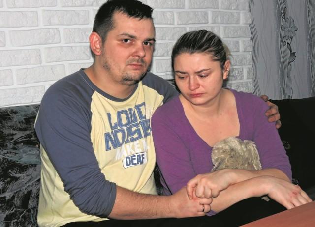 Kamil i Ewa Ostapkiewicz w pożarze domu stracili cały swój dobytek. Na szczęście, wszyscy, razem z 3-letnim synkiem zdołali się uratować.
