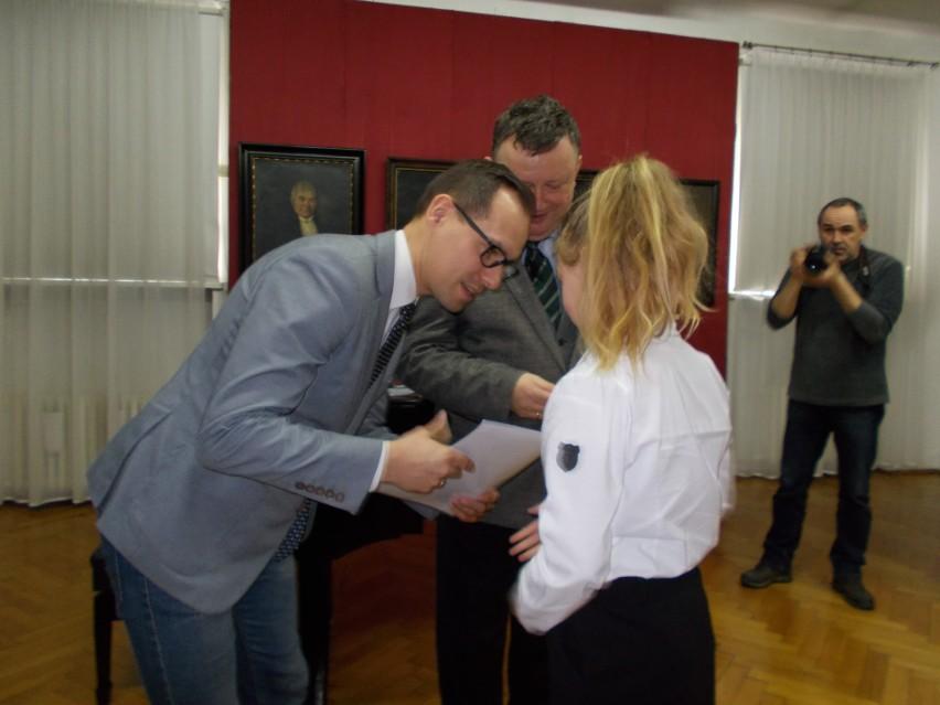 Młodzi krajoznawcy opisywali swoją małą ojczyznę - Zuzanna ze Stawek dostała nagrodę