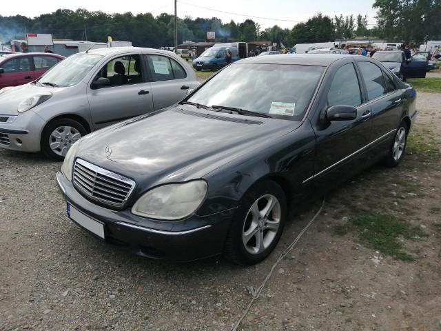 1. Mercedes S-klasa. Silnik 3,2 diesel, rok produkcji 2001, cena 12900 zł.