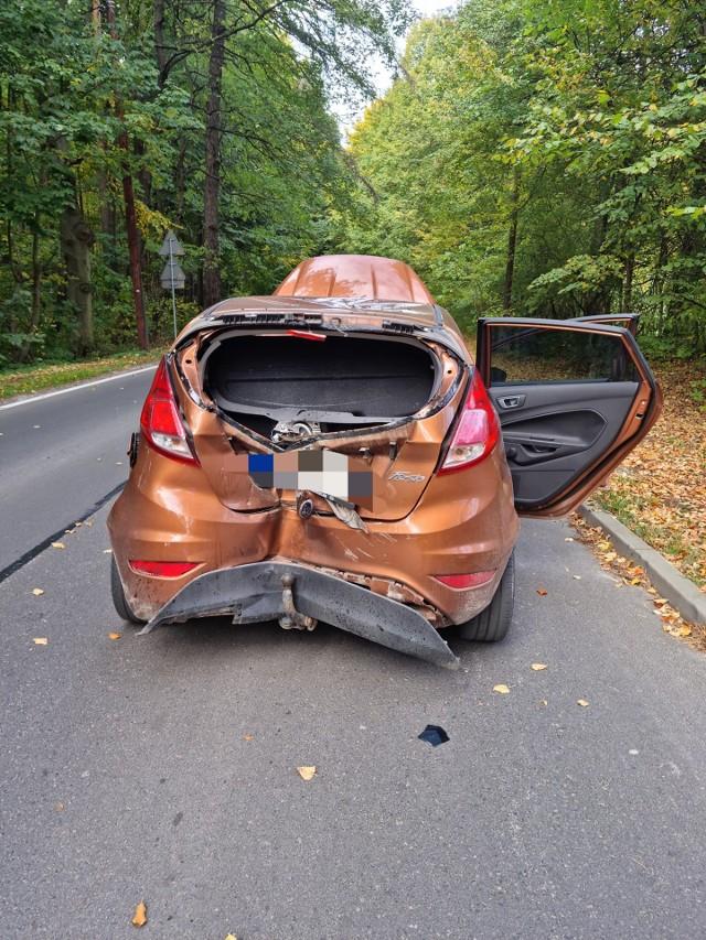 Wypadek samochodu osobowego i motocykla