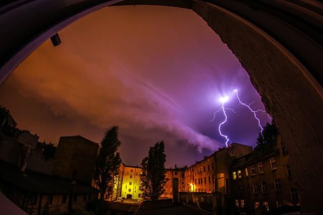 Burza nad Poznaniem. IMGW ostrzega przed burzami z deszczem i gradem 21 czerwca 2018Pogoda w Poznaniu i Wielkopolsce - TERAZ