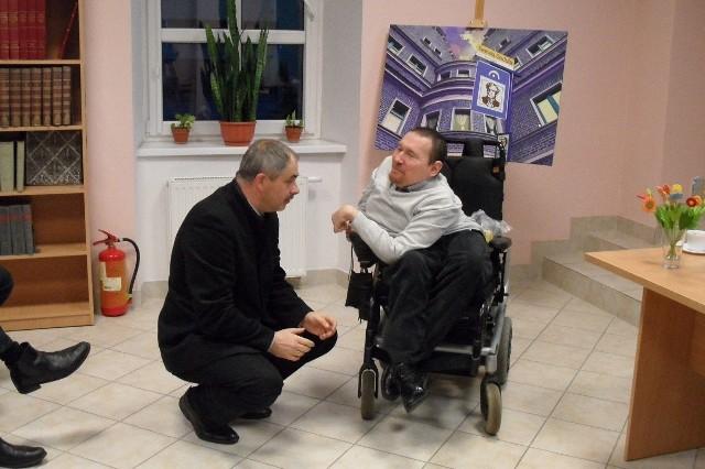 Spotkanie z posłem Markiem Plurą odbyło się w rudzkiej bibliotece