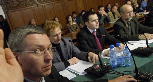 Radny Paweł Skowroński (PO). Głosy Platformy będą kluczowy dla budżetu.