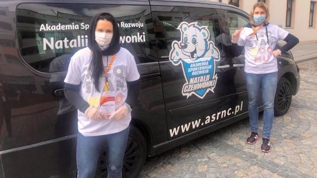 Andżelika Wójcik i Natalia Czerwonka pomagają seniorom w trakcie pandemii koronawirusa