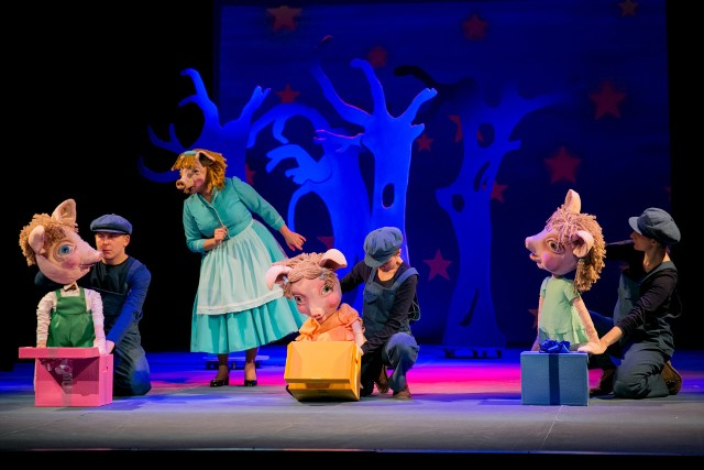 """""""Trzy świnki"""" to jeden ze spektakli, które odbędą się w ramach """"Wakacyjnej Akademii Baśniowej Klasyki"""" w krakowskim Teatrze Groteska"""