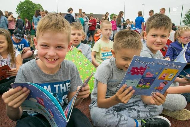 W piątek 11 maja o godz. 9.40 odbyła się III Przerwa Na Czytanie. Do akcji włączyli siie uczniowie ze strzeleckiego gimnazjum i Publicznej Szkole Podstawowej nr 2.Wydarzenie odbyło się w ramach lubuskiej akcji bicia rekordu w liczbie osób czytających na przerwie. Celem akcji było propagowanie czytelnictwa wśród młodych ludzi.