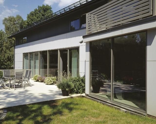 """Dom energooszczędnyZa prawie 8 lat kupując nowy dom lub mieszkanie, na rynku pierwotnym dostępne będą tylko budynki """"o niemal zerowym zużyciu energii""""."""