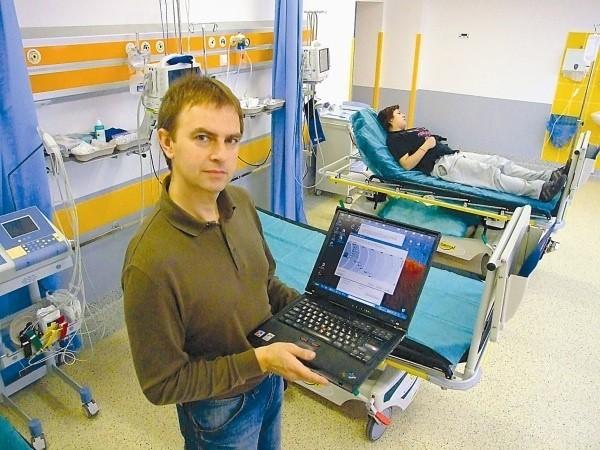 - Sieć służy nie tylko pacjentom, ale usprawni także pracę lekarzy - mówi Norbert Polok, główny informatyk w lecznicy. (fot. Radosław Dimitrow)