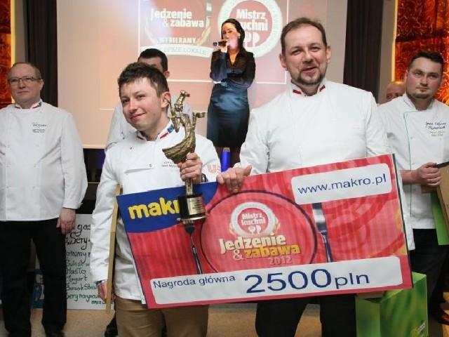 Zwycięzcy konkursu Świętokrzyski Mistrz Kuchni w kategorii profesjonaliści: Paweł Młynarczyk i Robert Piotrek z restauracji Sabat w Krajnie.