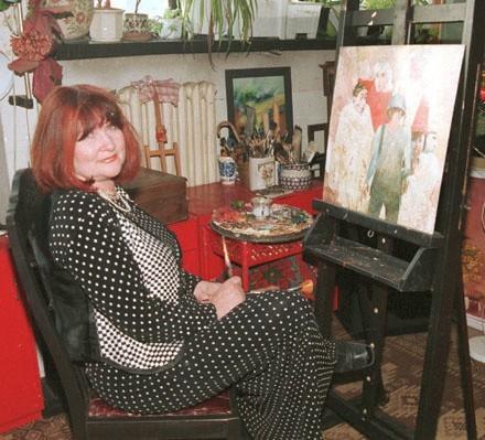 Jolanta Zdrzalik, od ponad 40 lat związana z Zieloną Górą, przyjechała do nas rok po dyplomie w krakowskiej ASP. W tej pracowni oraz w ukochanym Łagowie powstawały piękne nostalgiczne obrazy o trwaniu i przemijaniu. Stąd trafiały na wystawy w kraju i na świecie.