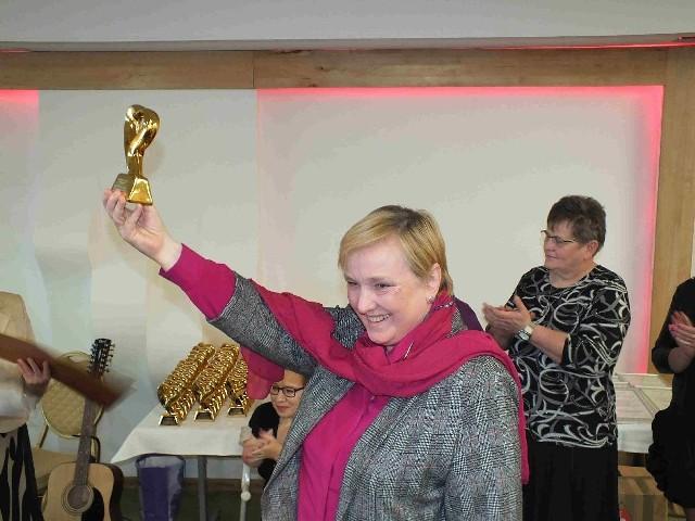 Tak Róża Thun cieszyła się ze statuetki, przyznanej przez Stowarzyszenie Niepełnosprawni Plus w Starachowicach