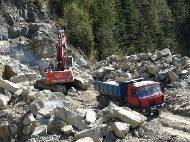 Pracownicy Kieleckich Kopalnie Surowców Mineralnych nadal czekają na należne im pieniądze i podwyżki.