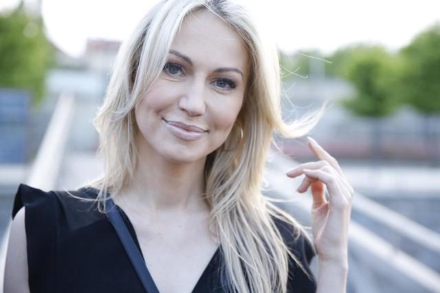 """Magdalena Ogórek podczas programu """"W tyle Wizji"""" odniosła się do najnowszego singla rapera Maty pt. """"Patoreakcja""""."""