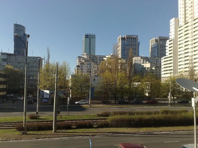 Mieszkania w WarszawieO tym jak ważną cechą nieruchomości jest lokalizacja wiedzą wszyscy. Dlatego wiele osób marzy o mieszkaniu w centrum dużego miasta. Jednak na to stać tylko wybranych.