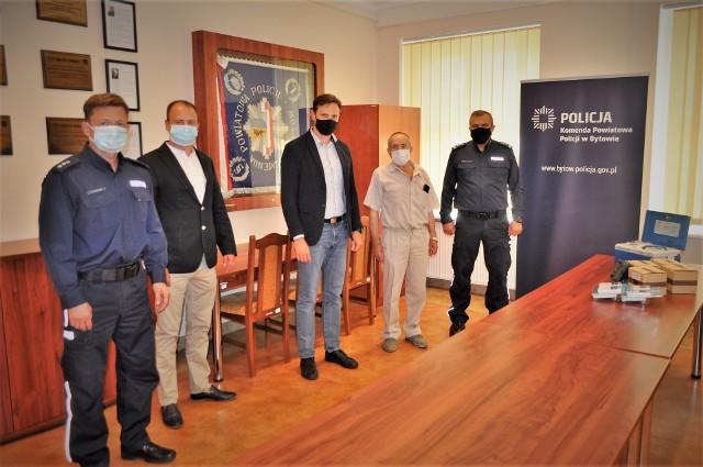 Nowy alkometr dla policjantów z Kołczygłów