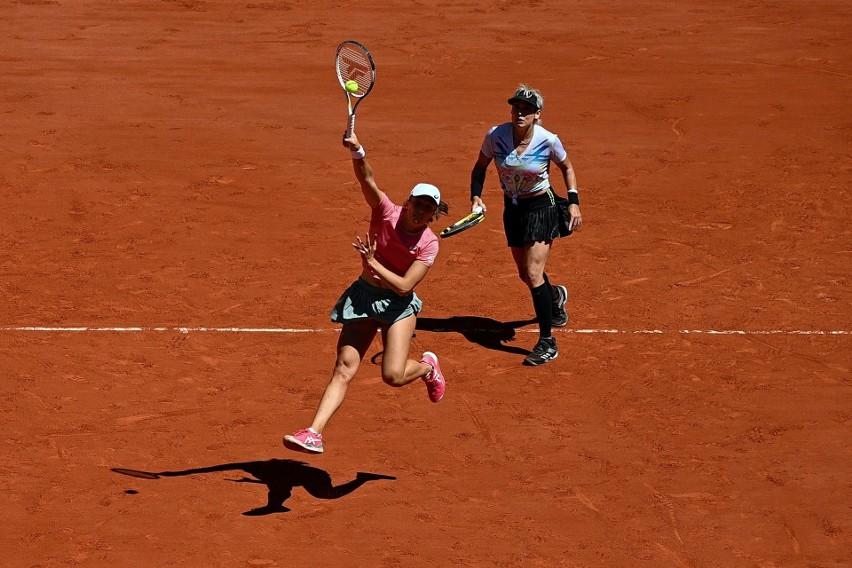 Roland Garros. Iga Świątek i Bethanie Mattek-Sands zatrzymane w finale. Podwójny triumf Barbory Krejcikovej [WIDEO]