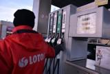 Benzyna dawno nie była tak tania. Litr już za mniej niż 4 złote