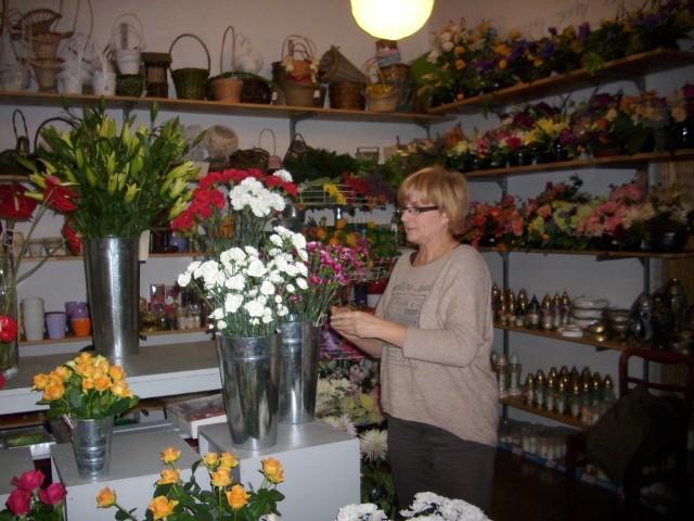 florystka Danuta Nadzieja- Aby roślina była piękna, należy dbać o nią od korzeni aż po liście i kwiaty - tłumaczy Danuta Nadzieja, florystka.