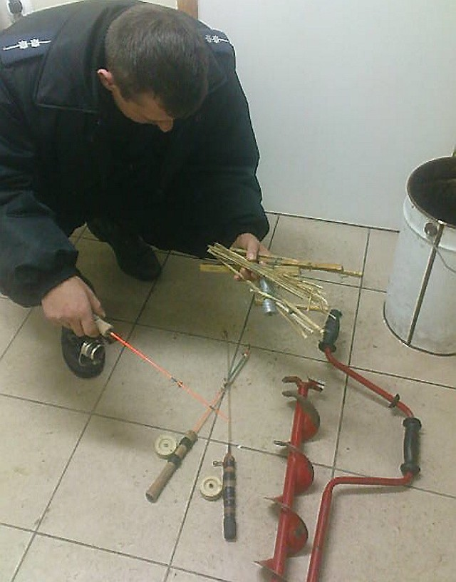 Fot. (nadesłane)Brodnicka policja zabezpieczyła sprzęt używany do nielegalnego połowu ryb.