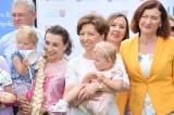 Rząd chce wspierać samorządy tworzące żłobki. Minister Marlena Maląg podczas pikniku w Łężanach zapowiedzia, że będą pieniądze na ten cel
