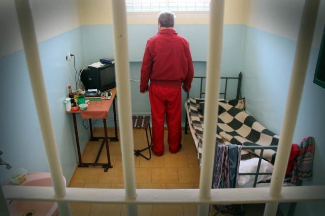 Cela dla szczególnie niebezpiecznych przestępców, wymagających szczególnej izolacji. Okno na świat to TV.