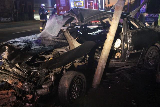 Wypadek w Kamieńcu Wrocławskim. Pijany 18-latek wjechał w latarnię